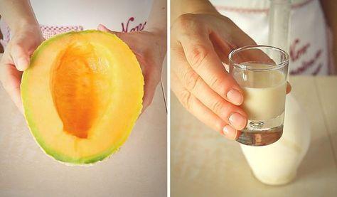 """Crema di Melone """"Meloncello"""", ricetta del liquore al melone Fatto in Casa. Un liquore squisito, perfetto per l'estate da servire fresco dopo pranzo"""