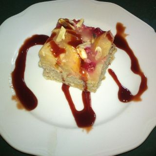 Jáhlo-ovesný dezert s ovocem a mandlemi