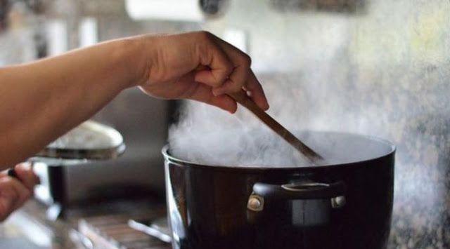 Awas! Cara Memasak yang Salah Bisa Bikin Tubuh Jadi Gemuk Lho!  ilustrasi  Memasak makanan sendiri dapat berfungsi sebagai alternatif untuk menjaga kesehatan tubuh dan mempertahankan bentuk tubuh. Hal ini disebabkan karena Anda sendirilah yang menjadi pengawas makanan yang akan Anda konsumsi. Untuk diri sendiri tentunya Anda menyiapkan yang terbaik demikian pula dengan masakan yang Anda buat. Namun jangan sampai Anda melakukan 4 kesalahan memasak ini yang nantinya malah membuat Anda gemuk…
