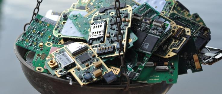 Een fairtrade mobiele telefoon bestaat nog niet. FairPhone wil dit veranderen door een telefoon te ontwikkelen waarvan alle onderdelen worden geproduceerd én gebruikt zonder mens of milieu schade toe te brengen. Van batterijen tot simkaarten en hoesjes.