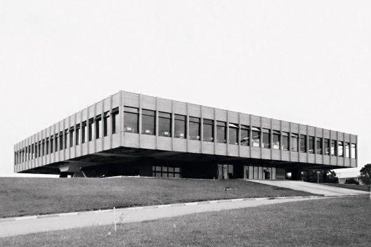 Refeitório da Academia da Polícia Militar, Curitiba, 1968. Arquitetos Luiz Forte Netto, José Maria Gandolfi e Vicente Castro