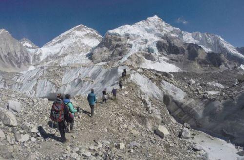 Salpicado de cadáveres el Monte Everest | Triste final para...