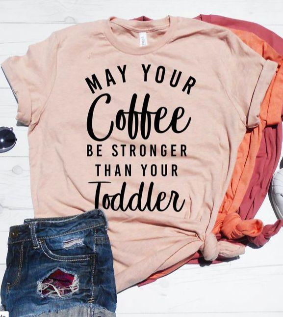 Cadeau voor nieuwe moeder, nieuwe moeder Shirt, moederschap Shirt, mag uw koffie sterker zijn dan uw peuter, grappige moeder T-shirt, Unisex Fit, schattig Tee