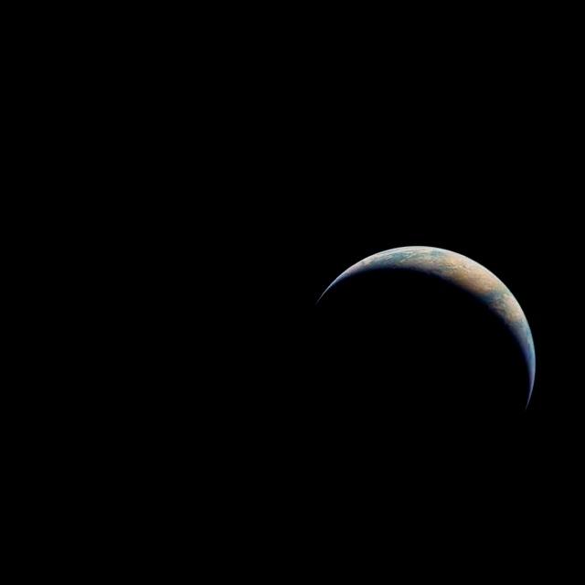アポロ17号からみた地球。 地球は丸くない時もある…