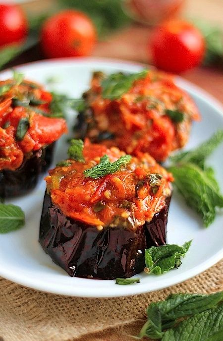 Low FODMAP Recipe and Gluten Free Recipe - Grilled eggplant with tomato sauce http://www.ibs-health.com/low_fodmap_grilled_eggplant_tomato_sauce.html