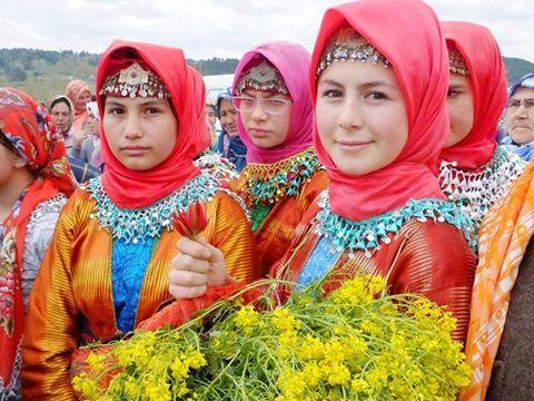 Yörük kızları; Gördes, Sındırgı arası