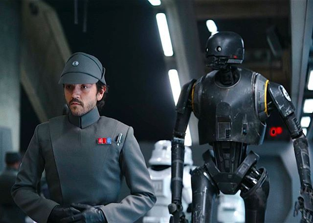 Blending in like... who got their Rogue One tickets? #starwars #rogueone #cassianandor #k2so