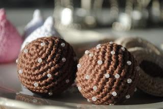 Free Crochet Chocolate Balls Pattern - Gratis mönster på virkade chokladbollar