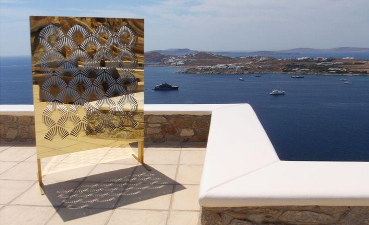 Φωτιστικό εξωτερικού χώρου από χρυσό καθρέπτη. Δείτε περισσότερα έργα μας στο  http://www.artease.gr/interior-design/emporikoi-xoroi/