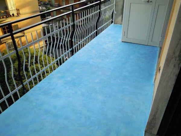 #lavorincasa : ecco un bel progetto, con discrizioni passo dopo passo, per ricoprire in fai da te un vecchio pavimento con un rivestimento in resina da esterni.