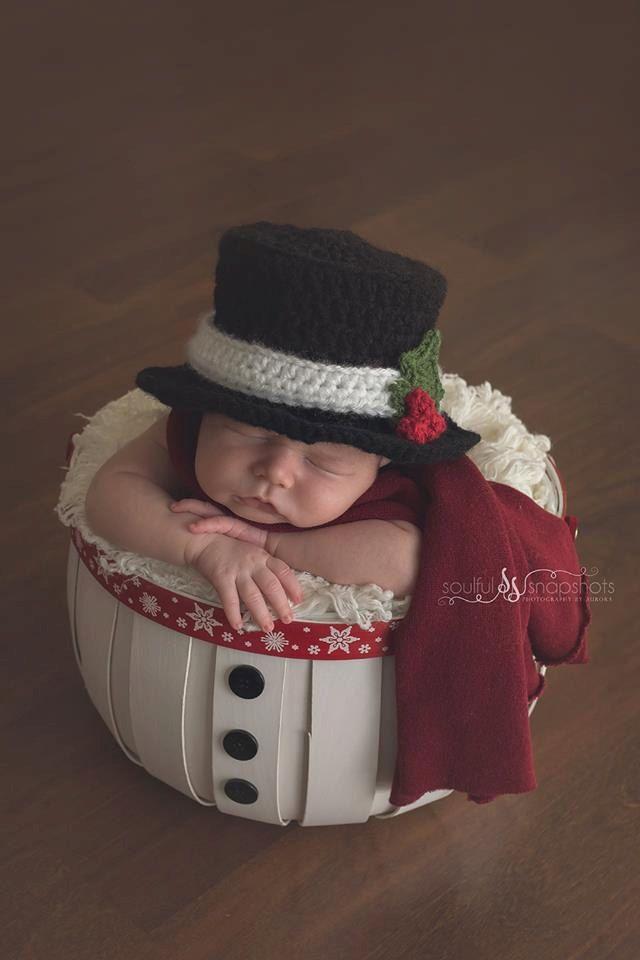 Crochet christmas tophat,snowman tophat,crochet tophat,baby photo prop,christmas photo prop,photography prop,crochet christmas hat - pinned by pin4etsy.com