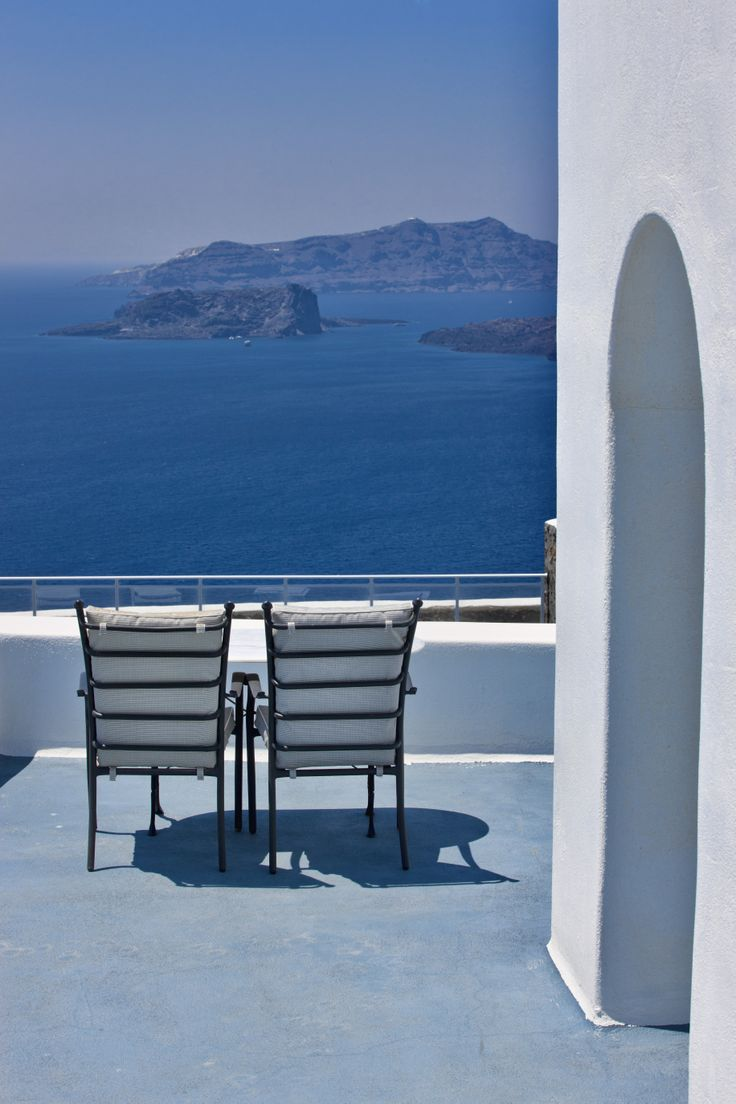 The breathtaking view of #clader in #Santorini make you wanna stay the whole year in this fantastic place.