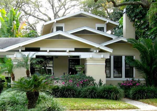 I love bungalows - I think they are charming houses. This one has great curb appeal.