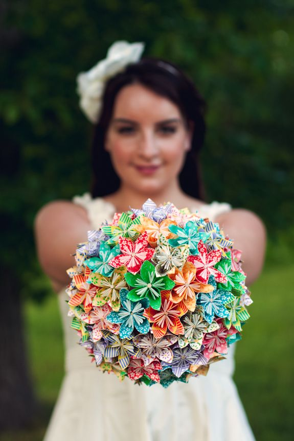 DIY Origami Flower Bouquet ~ tutorial on the blog!! #alternativebouquet #DIY #DIYwedding
