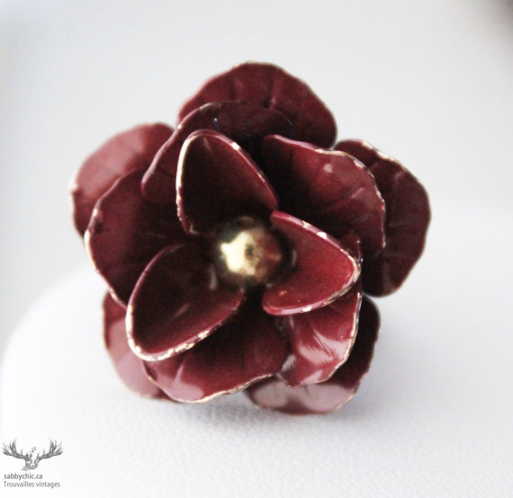 Bague vintage bourgogne   Vintage burgundy ring by BoutiqueSabbyChic, $7.00  www.sabbychic.ca