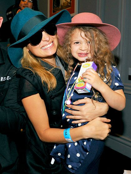 Nicole Richie's precious daughter Harlow can't help smiling when she's getting a boost from her stylish mom