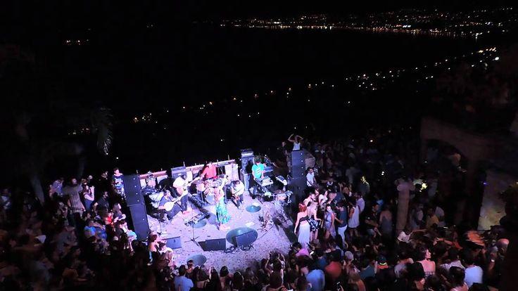 """Οι Imam Baildi, η @Δήμητρα Δήμητρα Γαλάνη   Dimitra Galani και οι Carte Postale, τη Δευτέρα 28 Σεπτεμβρίου στις 21:00 στο Ηρώδειο, μας υπόσχονται μια μοναδική μουσική βραδιά.Όλα τα έσοδα της συναυλίας θα διατεθούν στην ένωση """"Μαζί για το παιδί"""""""