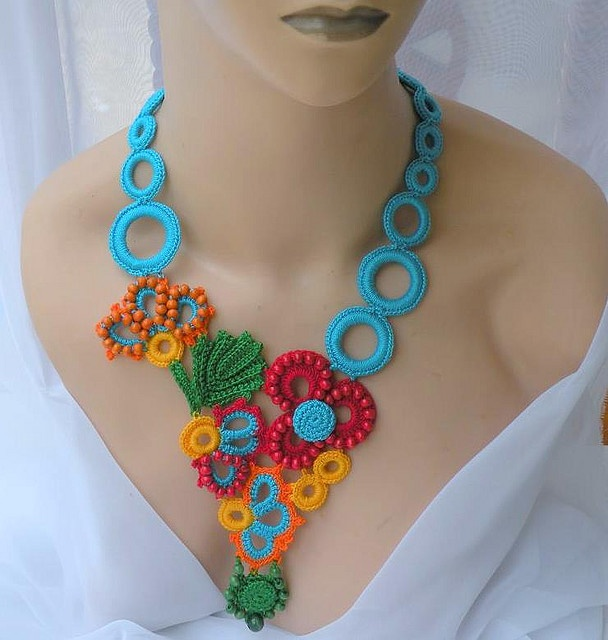crocheted necklace by DaintyCrochetByAly http://www.flickr.com/photos/daintycrochetbyaly/with/3509663967/ http://www.etsy.com/shop/daintycrochetbyaly #jewelry #crochet #patterns #colors