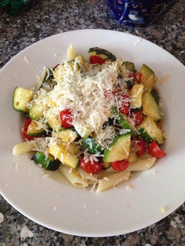 How to Make Aleksi's Easy Cherrytomato-Zucchini Pasta