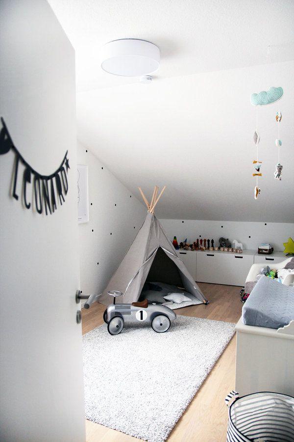 Da das Babybett ins Schlafzimmer umgezogen ist, musste eine Lücke im Kinderzimmer gefüllt werden - mit einem süßen, grauen Hippie Tipi.