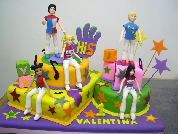 hi5 cake so cool!!!