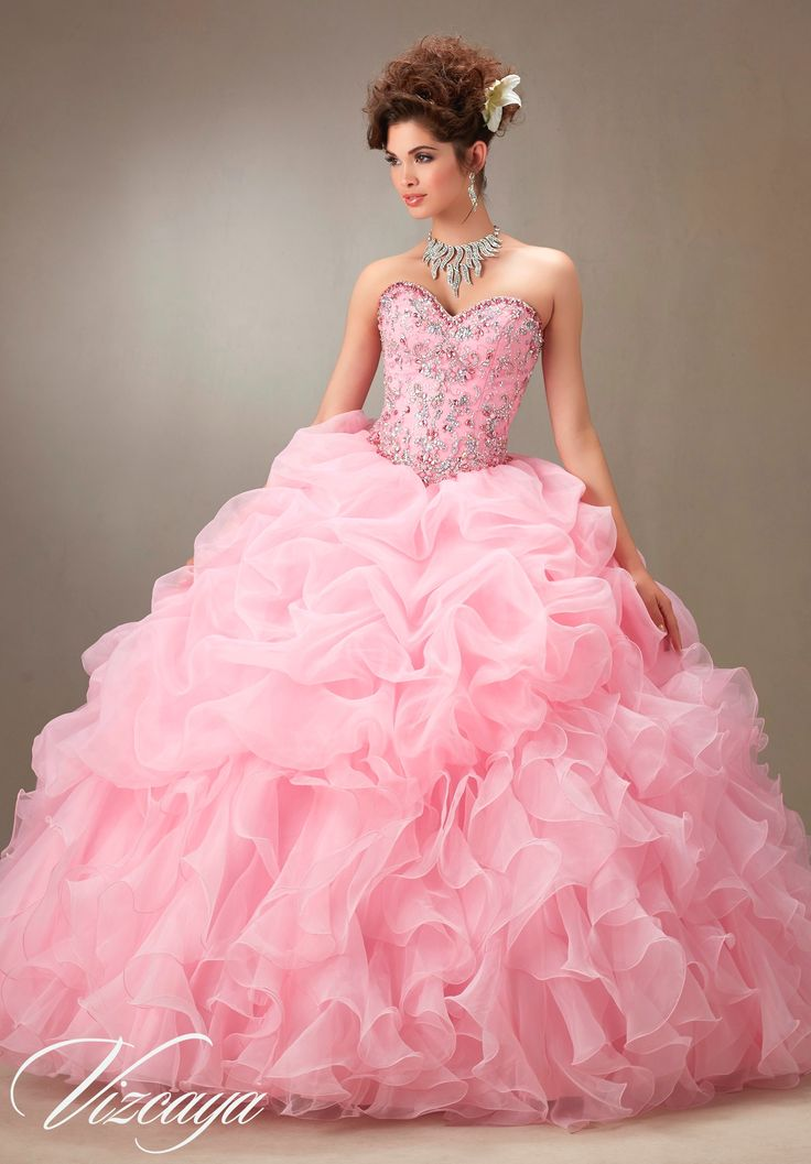 26 best Dresses // Quinceaneras // Prom // HC // Themes // etc ...