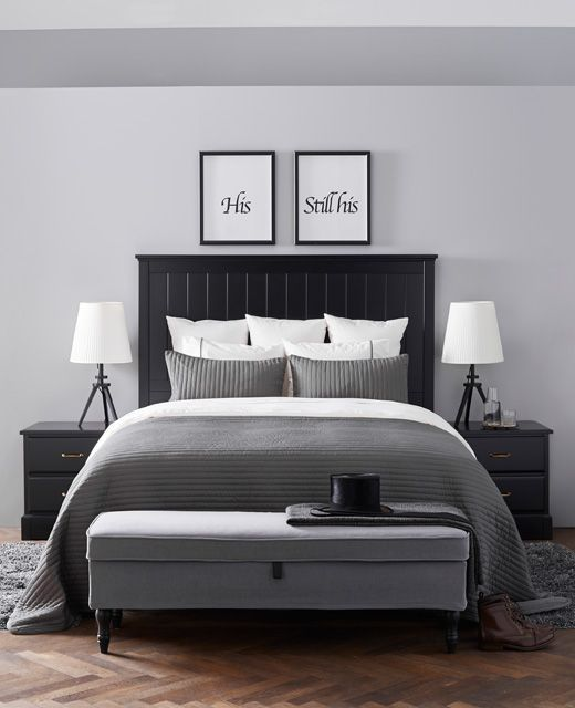 Soveværelse i en elegant stil, der ligner en hotelsuite.