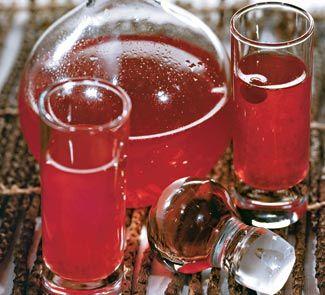 Настойка Клюковка Для приготовления напитка Настойка Клюковка необходимы следующие ингредиенты: 200 гр клюквы, 1 литр водки, полстакана сахара.