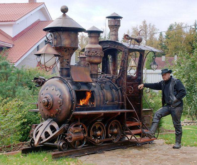 Passend zum Wochenende: Ein gigantischer Barbeque Grill in Form einer Steampunk-Lok. Vier Tonnen Stahl, drei unterschiedliche Temperaturzonen und 130 Prozent Awesomeness hatRyazan Deulinofür dies…