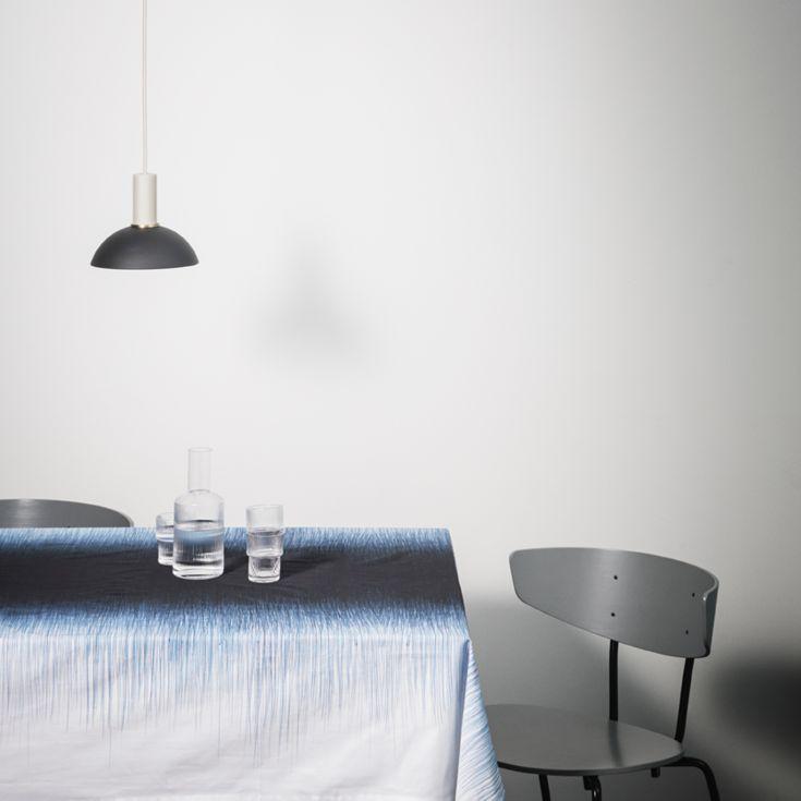 Ripple glassene fra ferm LIVING kan bruges med den tilhørende karaffel på et stilfuldt morgen-, frokost- eller middagsbord.