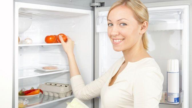 Come pulire il frigorifero in poco tempo, per avere un ambiente sano dove conservare i cibi. Piccoli accorgimenti per mantenere il frigo splendente utilizzando prodotti naturali.