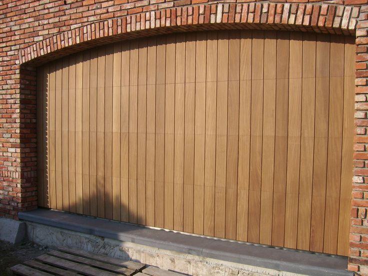 garagepoort sectionaalpoort verticaal belegd. Mogelijk met afrormosia, ceder, afselia, meranti en mahonie (verticaal of horizontaal belegd)