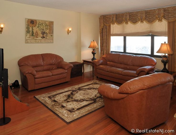 More then 1700 sq ft in this gorgeous condo in Guttenberg NJ