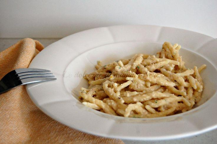 PESTO DI TONNO per condire pasta, gnocchi, tagliatelle e non solo. Può essere spalmato su pane tostato e servito come antipasto o aperitivo.