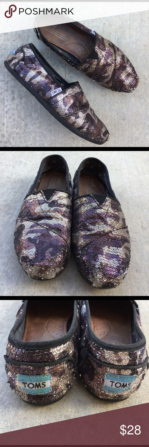 TOMS silver and purple sequin Camo shoes Gently worn , size 7, some missing sequins in front toe area and back heel , not noticeable 🌟MAkE A REASONABLE OFFER🌟 TOMS Shoes