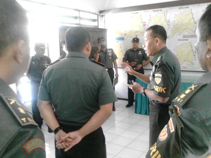 PASURUAN - Pukul 08.30 WIB Komandan Kodim 0819 Pasuruan (Letkol Inf Mulliadi, S.H.) beserta Perwira jajaran Kodim 0819 Pasuruan menyambu...