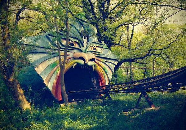 parc d'attractions abandonné - Spreepark PlanterWald (Berlin) More cultural news about worldwide cities on Cityoki! http://www.cityoki.com/en/ Plus de news culturelles sur les grandes villes mondiales sur Cityoki : http://www.cityoki.com/fr/