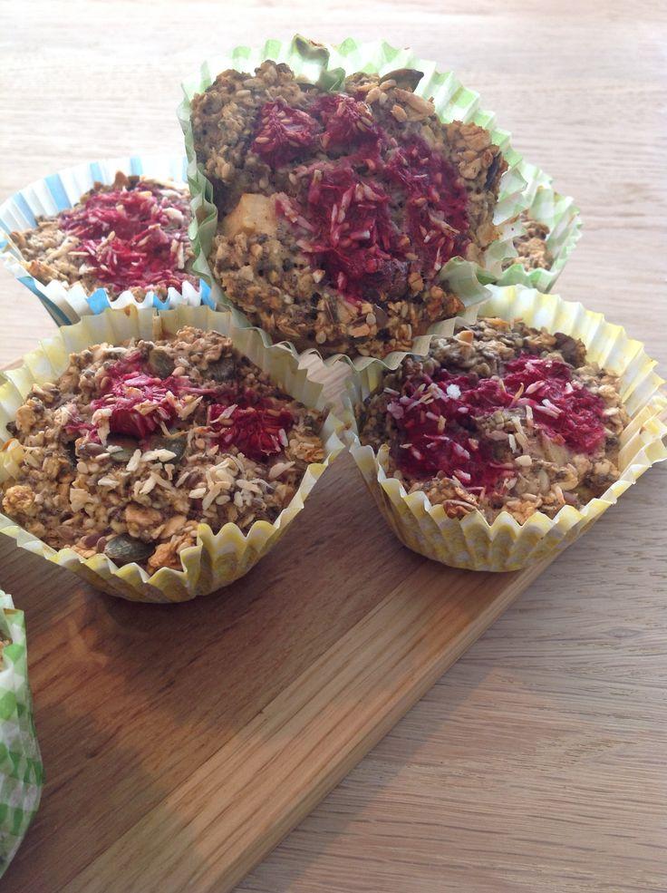 Havregryns muffins med banan,  hindbær og chokolade86%. Glutenfri (glutenfri haveregryn)