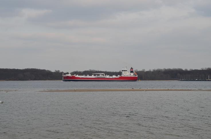 Frachtschiff auf der Kieler Förde