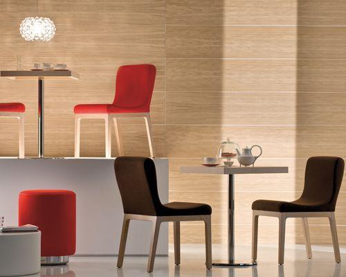 Sedia ristorante modello Gilda, sedia comoda e dal tratto stilistico morbido e lineare. Sedia imbottita comoda e resistente,.prodotta in legno massello,