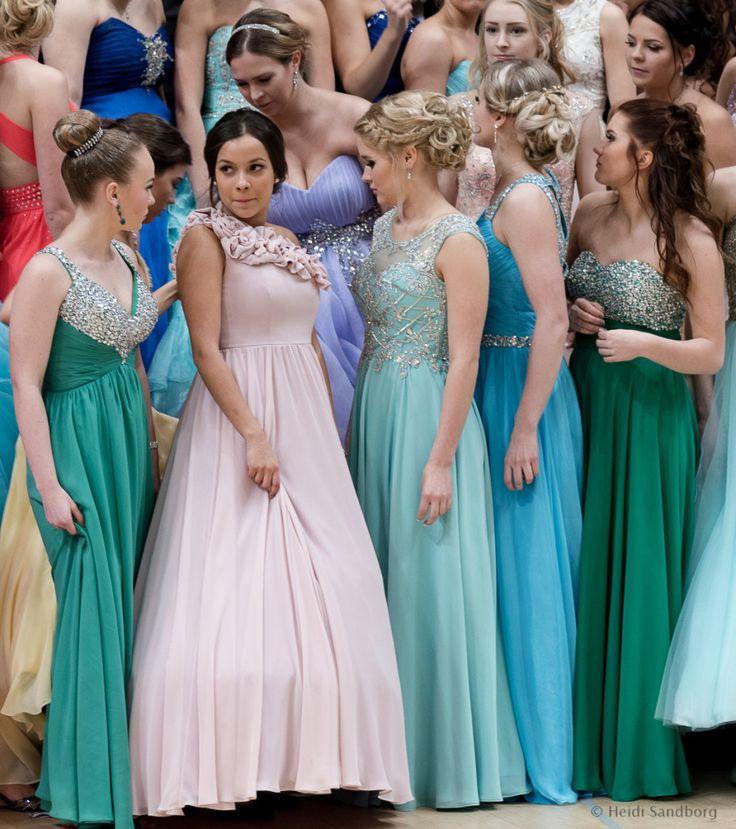 #vanhojentanssit #paivaprinsessana  Mielettömiä asuja, kampauksia ja kauniita naisia