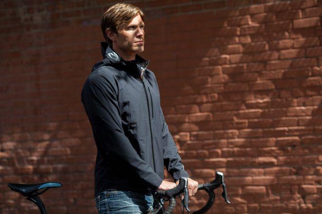 大雨のときも自転車に乗る人に:Mission Workshopのジャケット