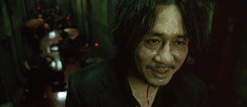 """""""Ríe, y el mundo reirá contigo. Llora, y llorarás solo."""" Old Boy - Del director coreano Park Chan-wook"""