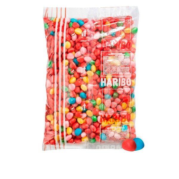 Les amateurs de bonbons connaissent bien ces petites dragées au goût fruité dont la ferme enveloppe extérieure cache un cœur tout en tendresse : les Floppies plaisent aux petits et grands gourmands pour leurs saveurs, leurs couleurs et leur irrésistible fondant. Rouges, roses, bleues, vertes, jaunes… Ces délicieuses billes multicolores appartiennent à la gamme des célèbres Dragibus. #bonbon #achatbonbon #bonbonsmariage #confiserieenligne