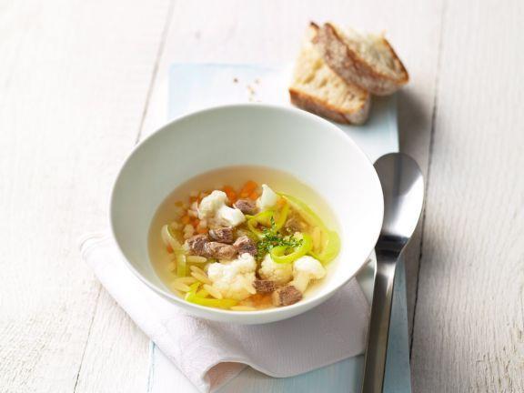Pikante Rindfleischsuppe ist ein Rezept mit frischen Zutaten aus der Kategorie Klare Suppe. Probieren Sie dieses und weitere Rezepte von EAT SMARTER!