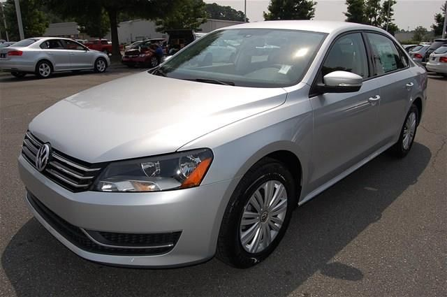 2014 Volkswagen Passat SPZEV S PZEV 4dr Sedan 5M (I5) Sedan 4 Doors Silver for sale in Huntersville, NC Source: http://www.usedcarsgroup.com/used-volkswagen-for-sale-in-huntersville-nc