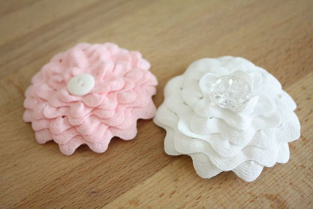 Ric Rac Flower Tutorial -- very nice step-by-step pictures in this one.