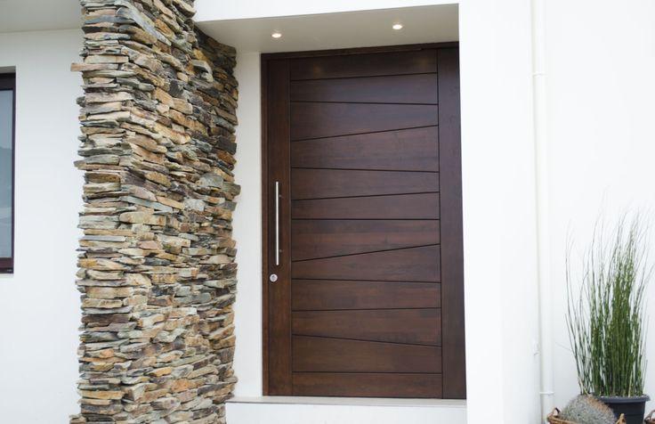 17 mejores ideas sobre puertas principales de madera en for Puertas principales modernas 2016