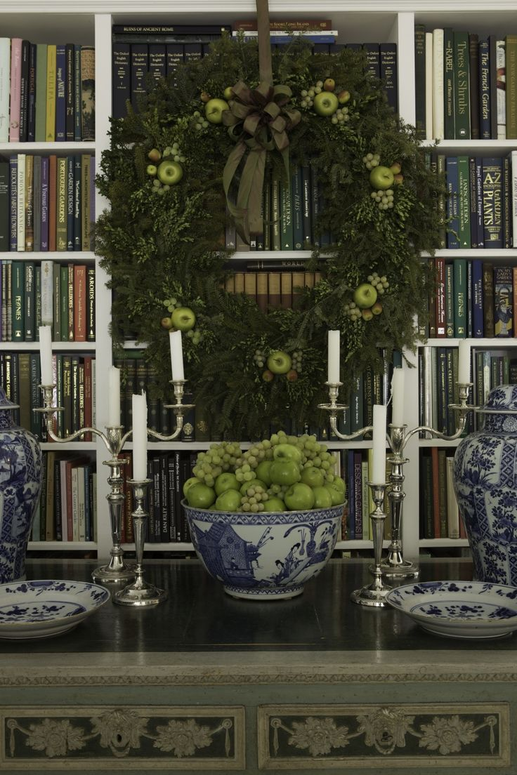 Carolyne Roehm. Blue Canton filled with green grapes and granny smith apples. Lime green repeated on the wreath.