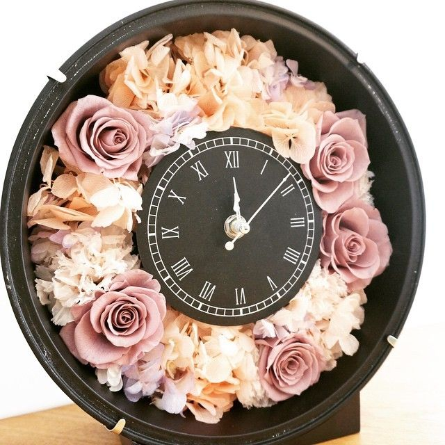 結婚祝いに贈りたい♡「ル・プチガトー」のお花たっぷり花時計が可愛い*にて紹介している画像